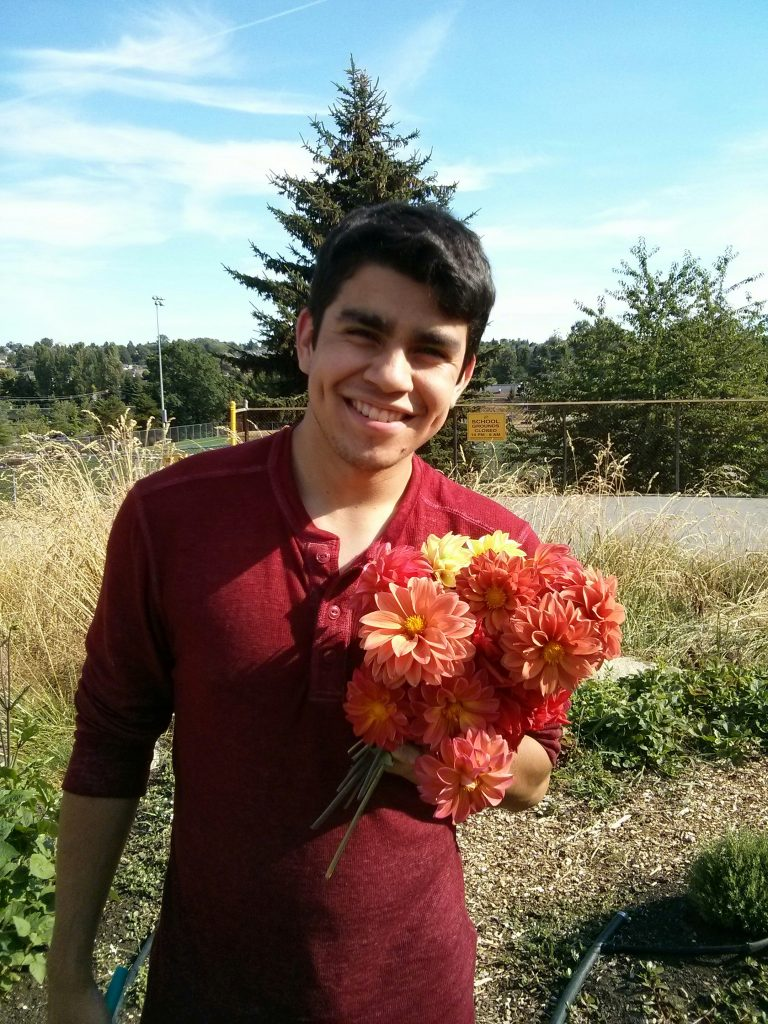Gerson picked a bouquet of fresh dahlias for his girlfriend :)